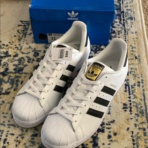 Adidas La marque aux 3 Bandes Superstars